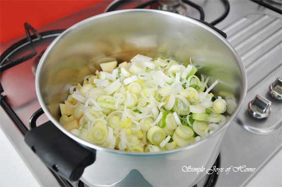 Leeks-Potatoes-in-pot